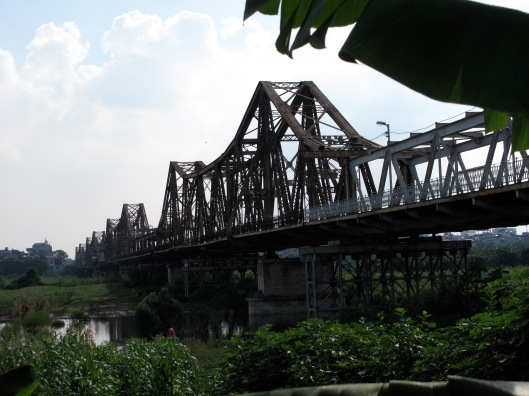 Long Bien Bridge - This is from Google Images