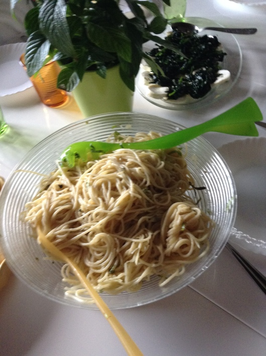 Spaghetti with half-dead basil/spinach with fromage blanc