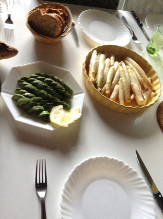 Avocado with giant lemon, Asparagus (Couchsurfing)