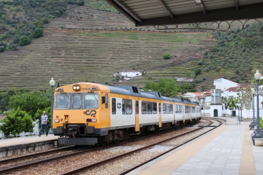 Train pulling into Pinhao station