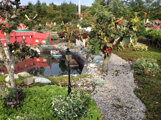 Effective use of bonsai plants in Legoland