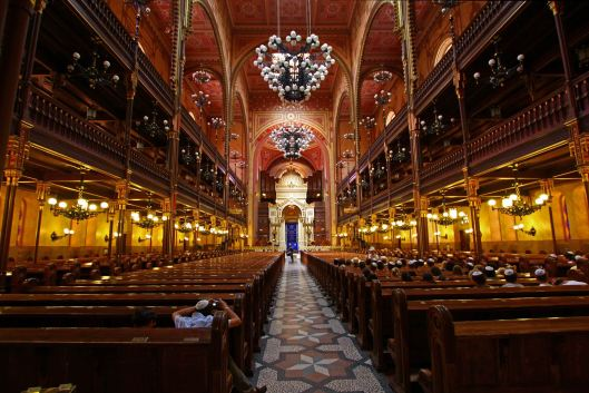 Interior of Dohány Street Synagogue from globeimages.net
