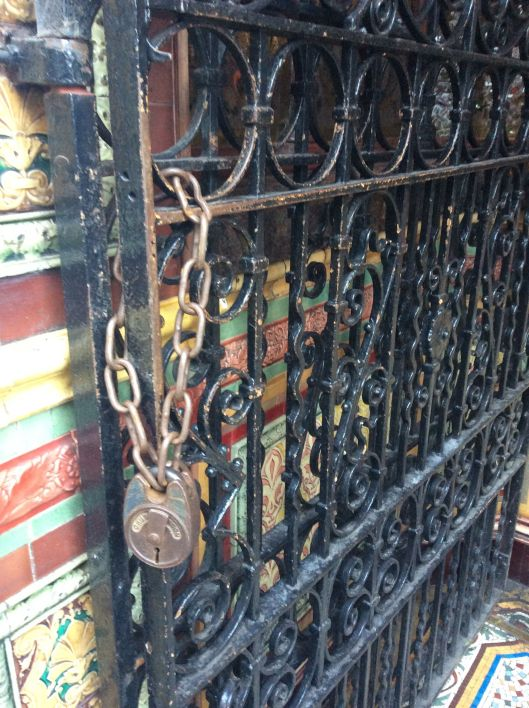 Wrought iron gate, Crown Bar