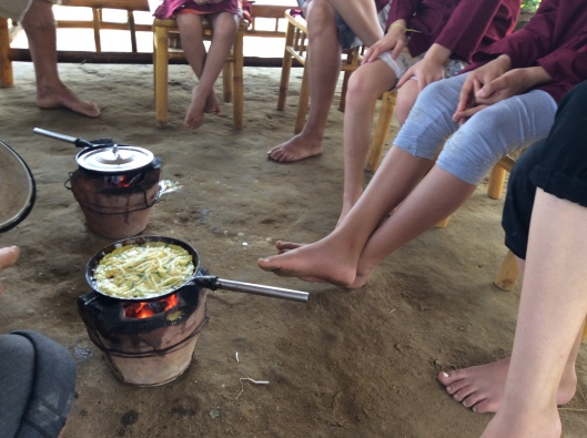 We learn how to make rice pancakes in Hoi An, Vietnam