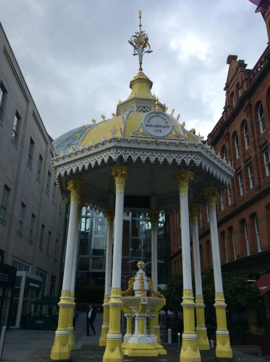 An interesting yellow pavilion.  Belfast.