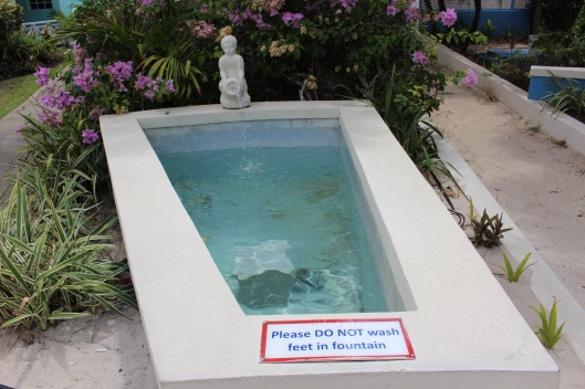 no feet in fountain